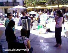 Accordeoniste - place du temple - Brocante d'Aigues-Vives